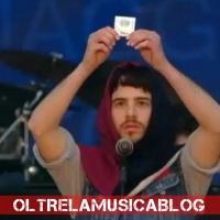 Concertone del primo maggio. Il cantante Luca Romagnoli nudo sul palco. È polemica